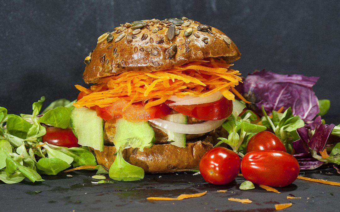 Hjemmelaget vegetarburger med Srirachakrydder